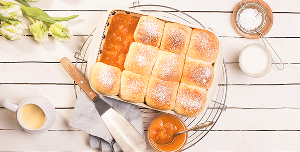 Sweet rolls with apricot dessert